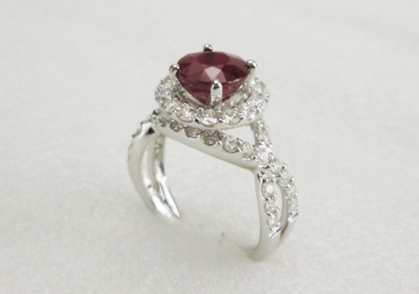 18 K White Gold Ring with Diamond and Ruby Stone