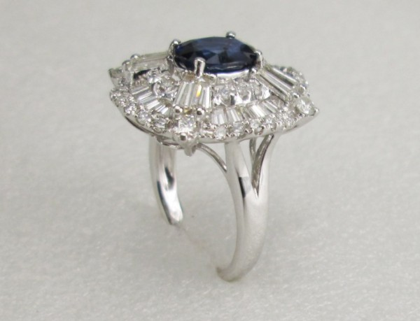 18 K White Gold Ring with Diamond and Sapphire stone